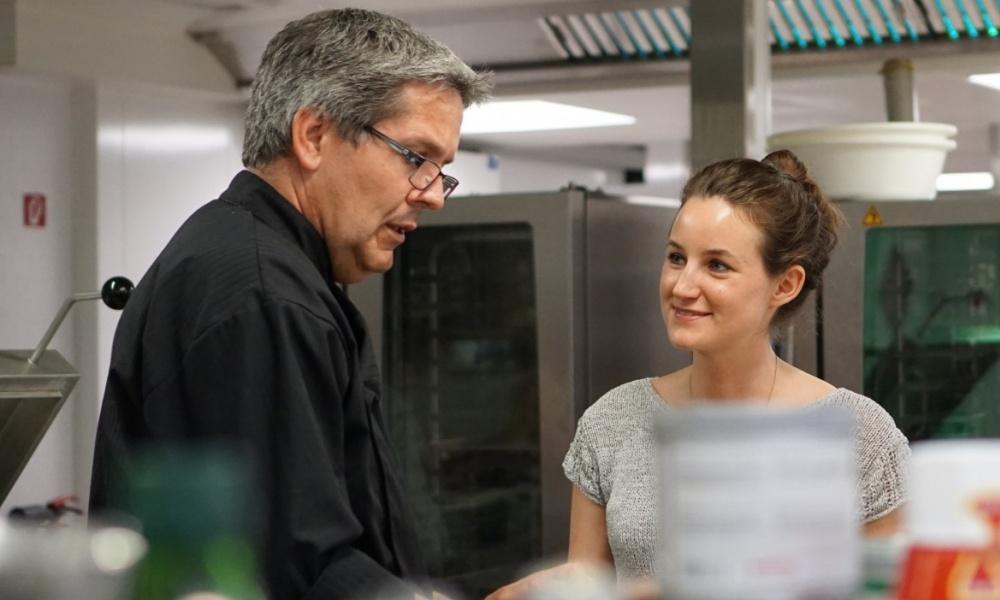 Küchenchef Wolfgang Draxler und Foodbloggerin Eva Fischer