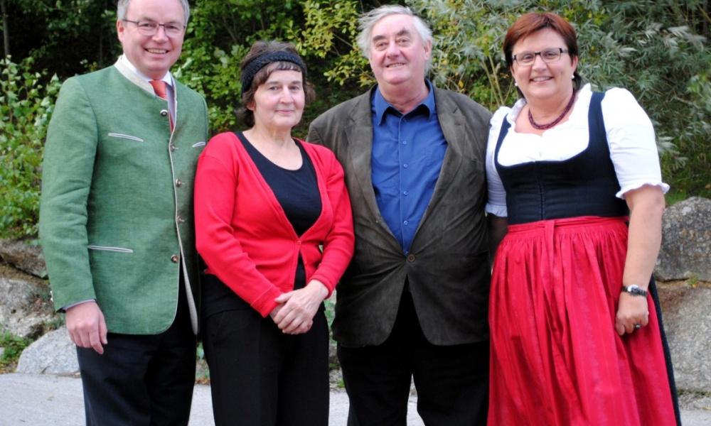 Foto (v.l.n.r.): LR Dr. Stephan Pernkopf, Johanna Hochwallner, Josef Hochwallner, LAbg. Bgm. Michaela Hinterholzer