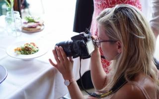 Stylen und Fotografieren der Gerichte