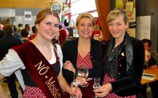 Am Foto (v.l.n.r.): Mostkönigin Sandra Kirchstetter, Gudrun Vösenhuber, Michaela Schmutz