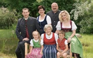Familie Resch/Bauer: 4 Generationen auf einem Bild! Copyright Fuchsluger