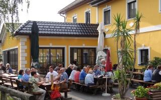 Der schöne Gastgarten von Pebersdorfer Heuriger