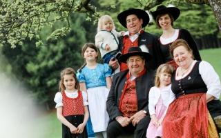 Familie Frühwald - Hechal´s Biospäzialitäten