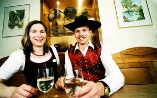 Mostbaron von der Gafring - Alexandra und Johann Hochholzer (copyright weinfranz.at)
